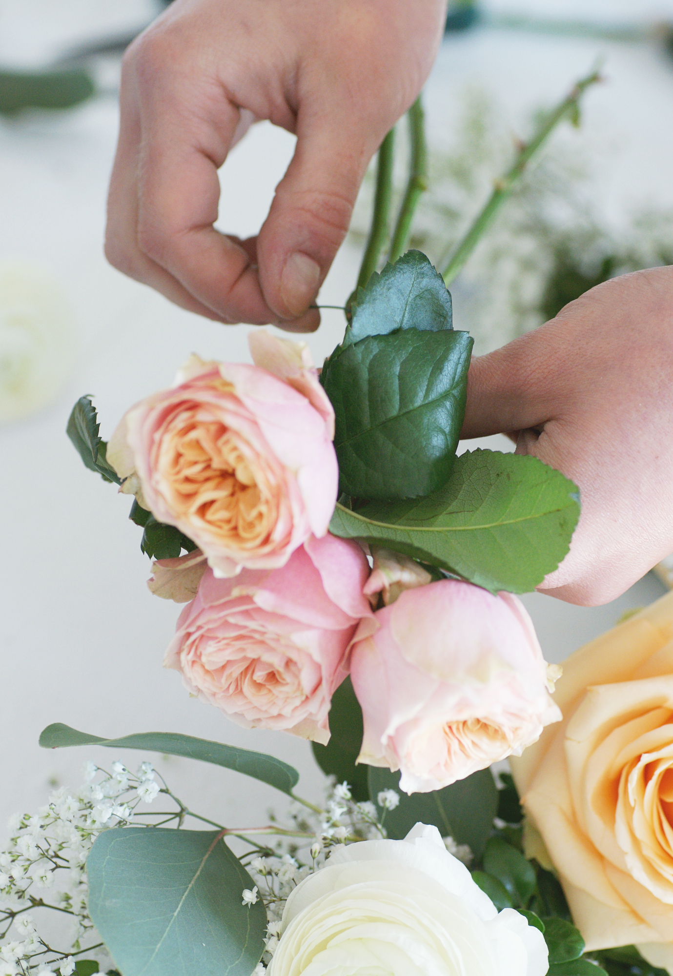 Stuhlgirlanden selber binden - Blumenbouquet binden